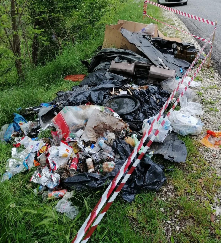 Pescosolido, rimosso cumulo di rifiuti sulla strada provinciale