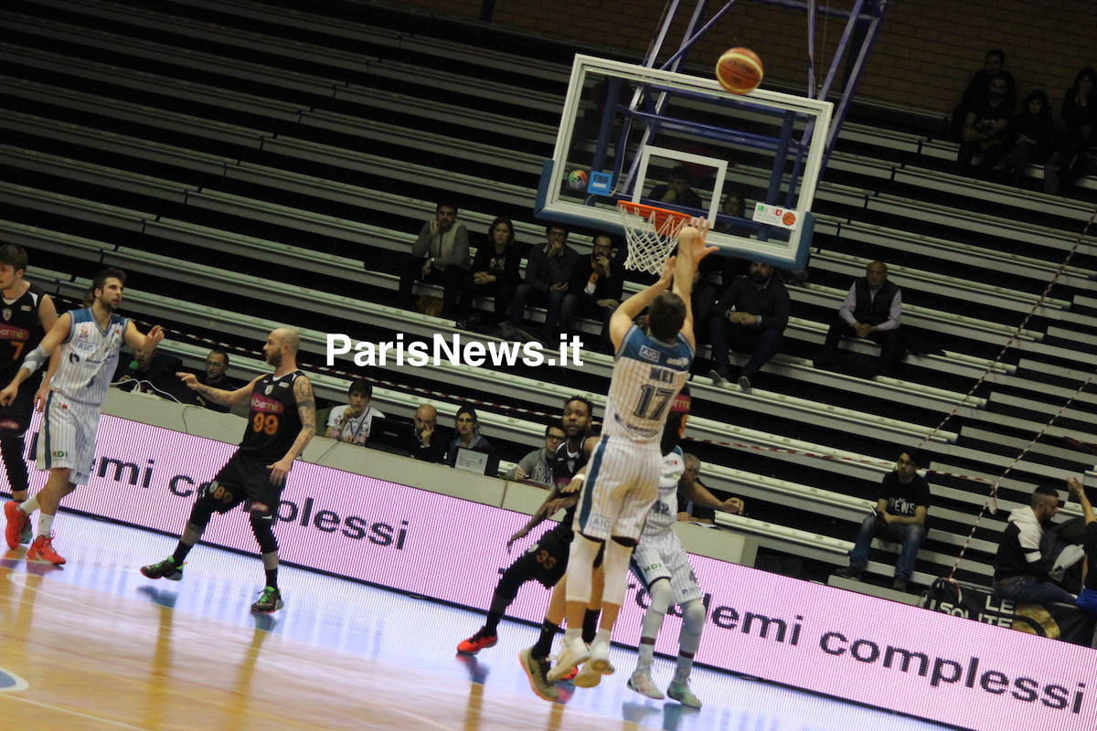 Latina Basket Mei